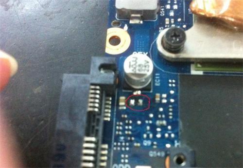 終結者:拆卸三星筆記本R428,更換CPU和添加固態硬盤,使舊機器變成飛機的關鍵點,哈哈哈